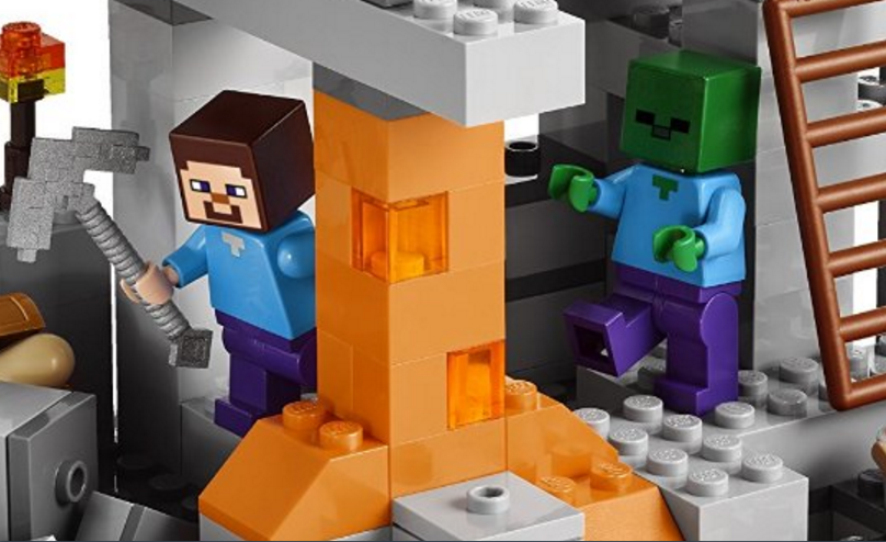 Minecraft Cave Lego – Spiders and Zombies….Oh My!